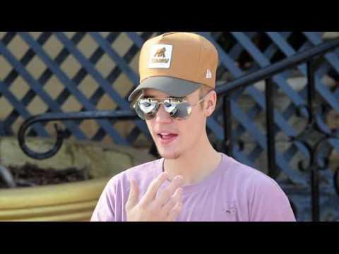 Justin Bieber dit qu'il est utilisé dans les rumeurs de romance avec Kourtney Kardashian