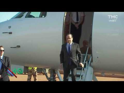 François Hollande trébuche à deux reprises - ZAPPING ACTU DU 17/01/2017