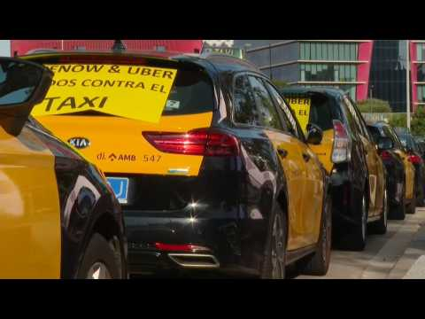 Hundreds of taxi drivers protest against ride-hailing apps in Barcelona