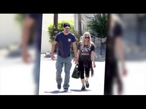 Fergie dévoile ses formes pendant l'inspection de sa maison avec Josh Duhamel