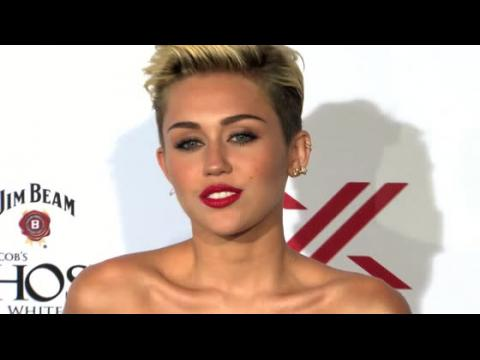 Miley Cyrus obtient un ordre de restriction contre un homme délirant