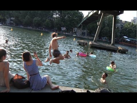 Canicule à Paris : ils se baignent dans le canal de l'Ourcq