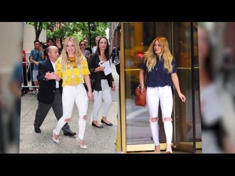 Hilary Duff nous montre 2 manières de porter un jean déchiré