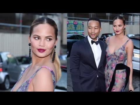 Les Jetsetters Chrissy Teigen et John Legend à la semaine de la mode à Paris