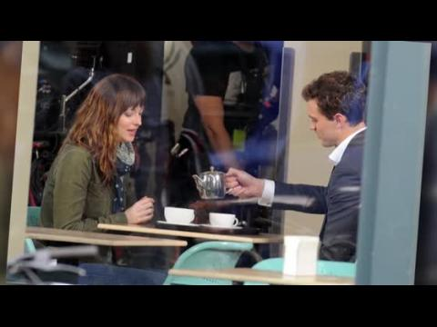 Dakota Johnson et Jamie Dornan commencent le tournage de Cinquante Nuances de Grey