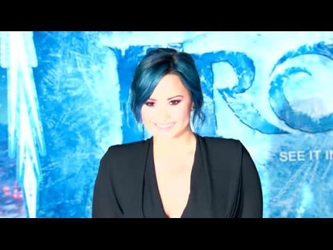 Demi Lovato soutient Ke$ha qui est en cure