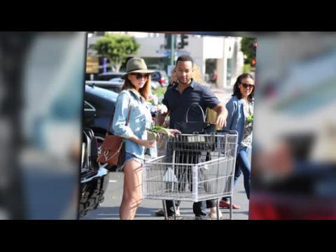 John Legend et Chrissy Teigen entament la semaine en allant faire des courses
