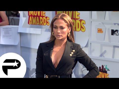 Jlo et Emily Ratajkowski, les décolletés les plus fou des MTV Movie Awards