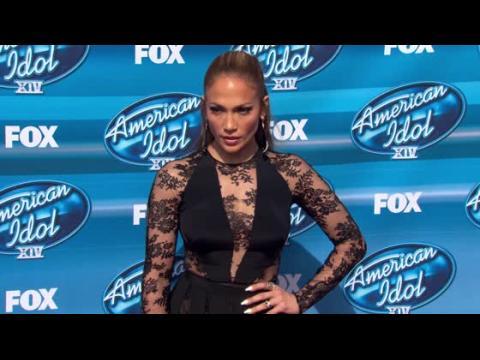 Jennifer Lopez dévoile ses jambes à la finale d'American Idol