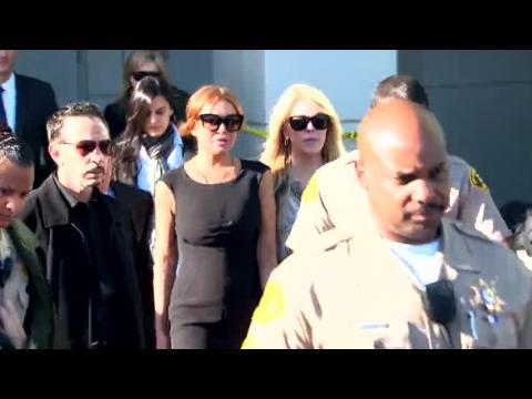 Lindsay Lohan n'a pas touché le corps de Whitney Houston comme elle l'affirme