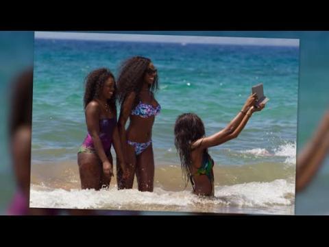Les filles d'Eddie Murphy prennent des selfies en bikini