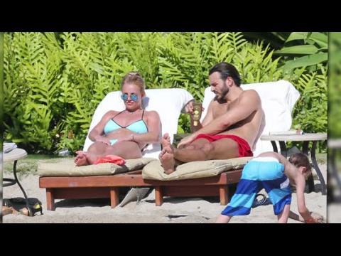 Britney Spears en vacances à Hawaï avec son nouveau petit-ami Charlie Ebersol