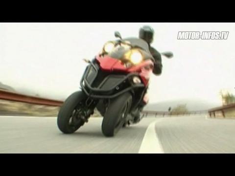 gilera fuoco 500 un scooter 3 roues de feu sur orange vid os. Black Bedroom Furniture Sets. Home Design Ideas