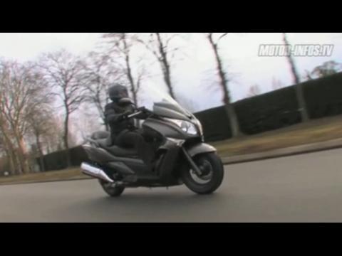 Video Honda SW-T 600. Nouveau look et hautes performances pour détrôner le Burgman 650 !