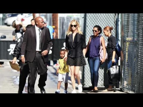 Charlize Theron arrive aux studios de Jimmy Kimmel avec son fils
