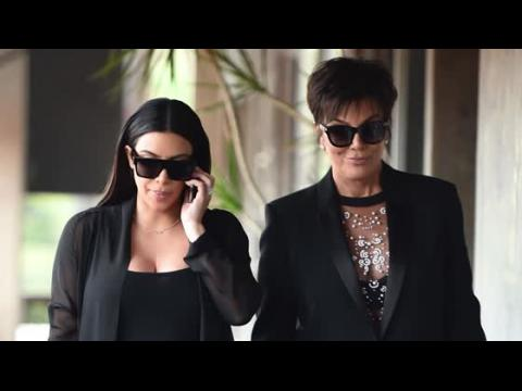 Kim Kardashian et Kris Jenner font une compétition de décolleté