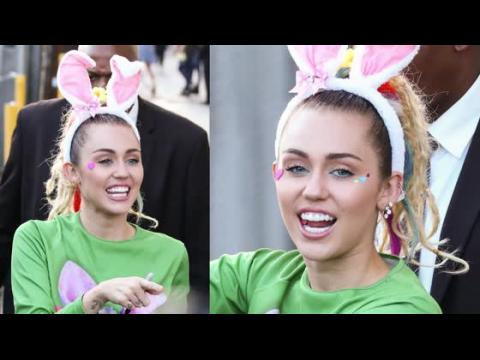 Miley Cyrus ne n'admet pas être avec Stella Maxwell