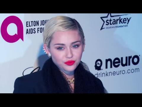 Miley Cyrus questionne l'exemple que donne Taylor Swift