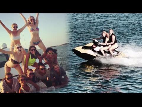 Jennifer Lawrence en bikini, en vacances avec Amy Schumer