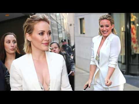 Hilary Duff est chic en blanc hivernal !
