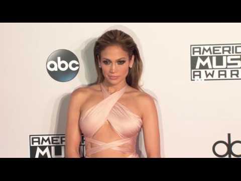 On a découvert les secrets beauté de Jennifer Lopez