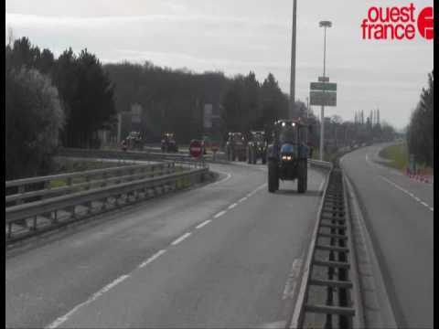 Les agriculteurs bloquent totalement la rocade de Rennes