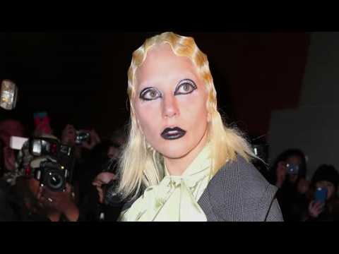 Lady Gaga opte pour le blond en préparation pour le défilé de Marc Jacobs
