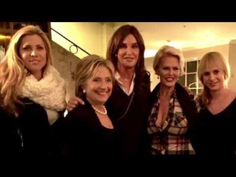 Caitlyn Jenner pose avec Hillary Clinton
