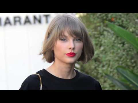 On voit Taylor Swift pour la première fois depuis que Kanye West a dit qu'elle n'était pas cool