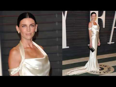 Liberty Ross porte à nouveau sa robe de mariée à une après-soirée des Oscars