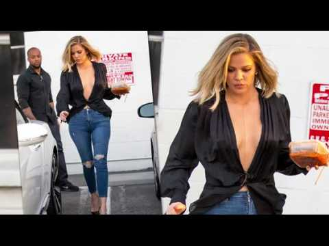 Khloe Kardashian a un décolleté vertigineux