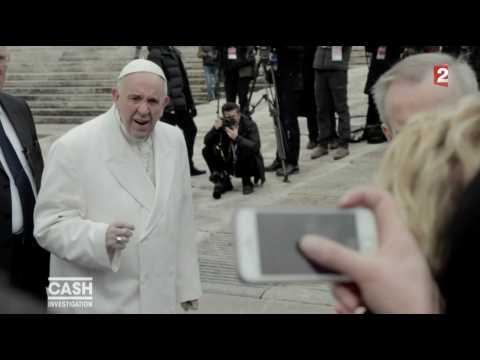 Le Pape François interpellé par Élise Lucet sur la pédophilie - ZAPPING TÉLÉ DU 22/03/2017