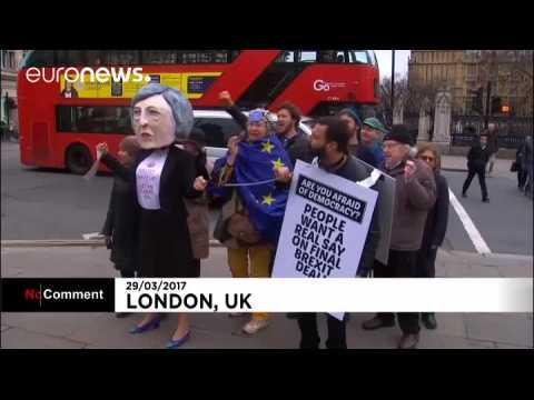 Les anti-Brexit battent inlassablement le pavé à Westminster