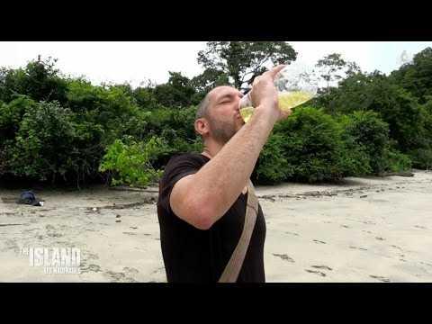 Ce naufragé boit son urine dans The Island 3 ! - ZAPPING TÉLÉ DU 11/04/2017