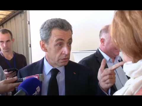 """Nicolas Sarkozy: """"Ma femme adore la bière"""" - ZAPPING ACTU DU 20/10/2016"""