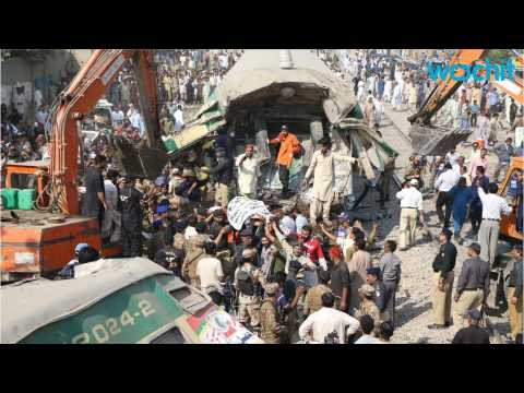 Pakistan Train Crash Kills 20