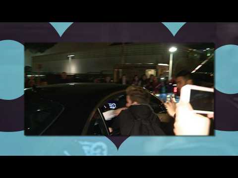 Justin Bieber punches fan in the face