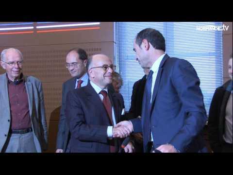 Bernard Cazeneuve à Elbeuf : un bilan sous forme de visite