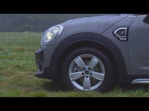 MINI Cooper S Countryman ALL4 in Moonwalk Grey Exterior Design | AutoMotoTV