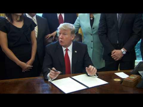 Trump signs executive order to cut regulation