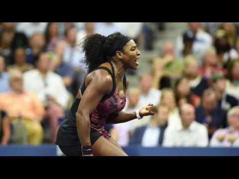 Serena Williams gagne devant un parterre de stars