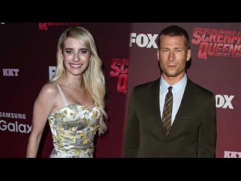 Les stars de Scream Queens Emma Roberts et Glen Powell ont de la peine à finir leurs scènes sexy
