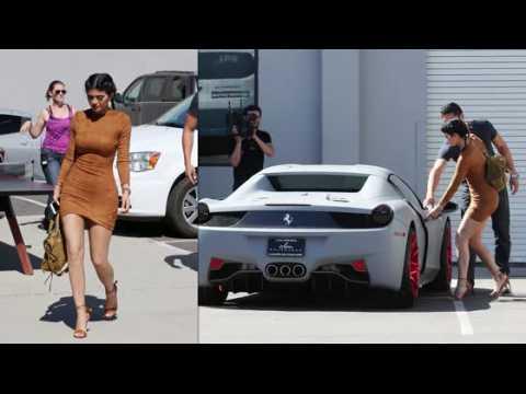 Kylie Jenner porte des lentilles bleues
