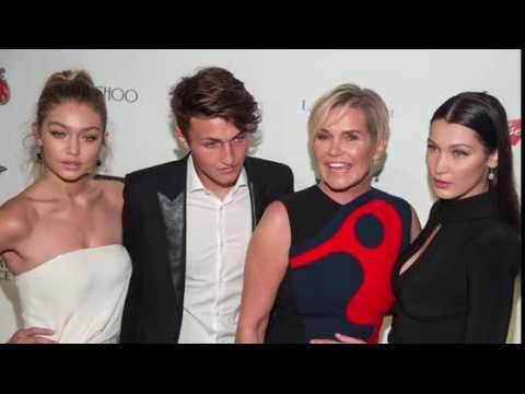 Gigi et Bella Hadid soutiennent leur mère à un Gala pour la maladie de Lyme