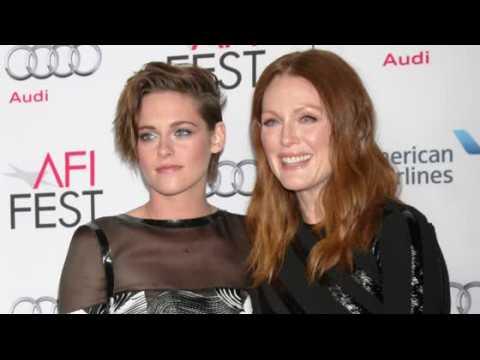Julianne Moore donnerait un rein à Kristen Stewart plutôt qu'à Robert Pattinson