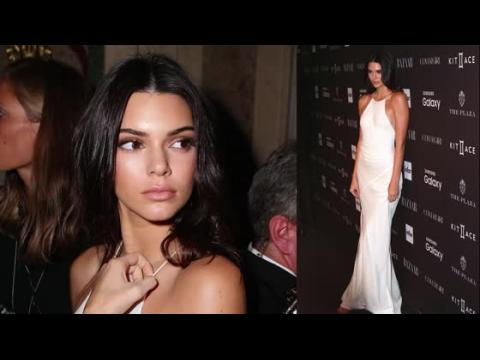 Kendall Jenner et une quantité d'autres mannequins à la soirée de Harper's Bazaar