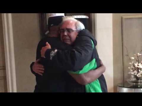 Jamie Foxx partage un moment émouvant avec le père de l'homme qu'il a sauvé