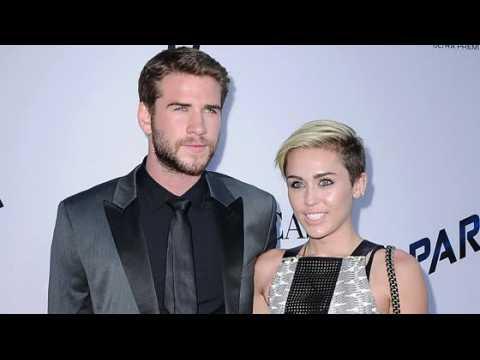 Miley Cyrus et Liam Hemsworth sont officiellement fiancés à nouveau et vivent ensemble