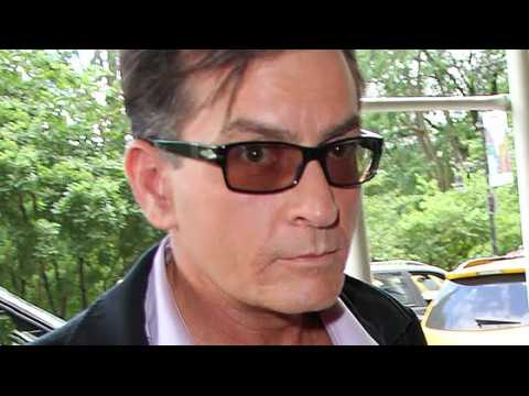 Charlie Sheen s'attaque au docteur qui a prétendu l'avoir guéri