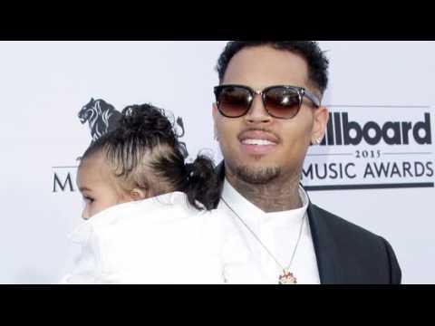 Chris Brown dit que ce n'est pas son tabagisme qui a donné de l'asthme à son bébé Royalty